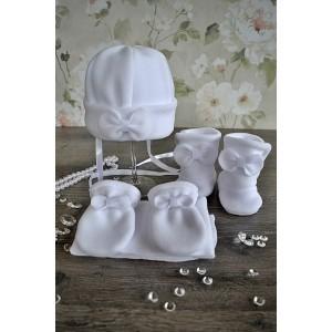 """Komplet do chrztu """"Kokardka"""" 4 częściowy: czapka, szalik, rękawiczki, buciki."""