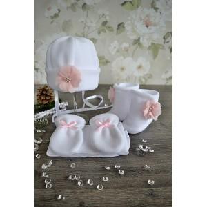 """Komplet do chrztu """"Różowy kwiatek"""" 4 częściowy: czapka, szalik, rękawiczki, buciki."""